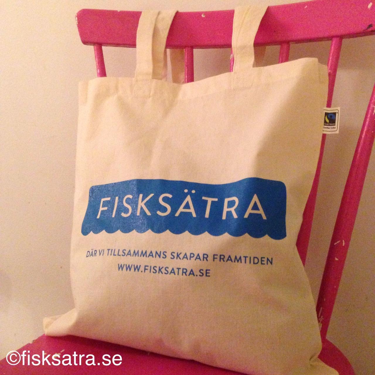 Kasse med Fisksätras nya logga PRIS 150kr